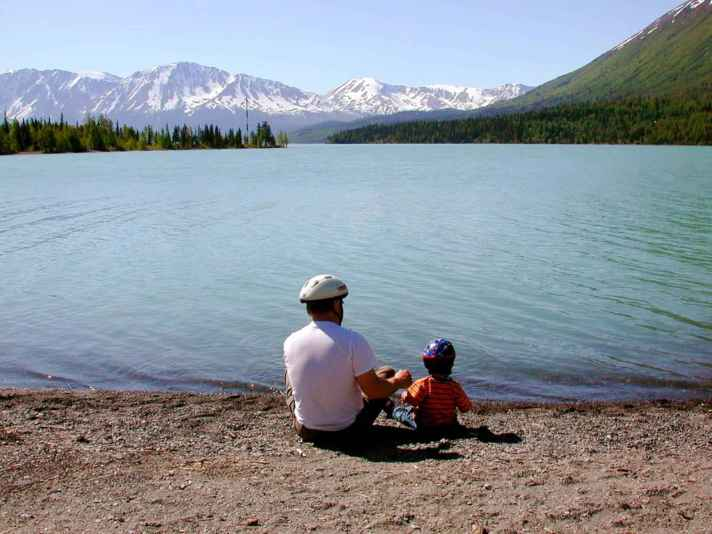 Fathers_day_father_with_kid_on_lake